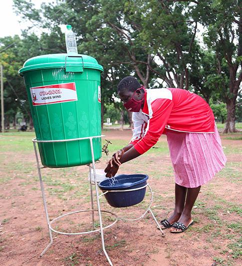 News_feature_article_-_Student_washing_hands_GH
