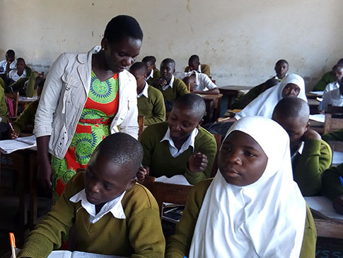 Aida in the classroom with students