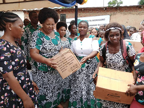 CAMFED Association members with District Commissioner Regina Chonjo